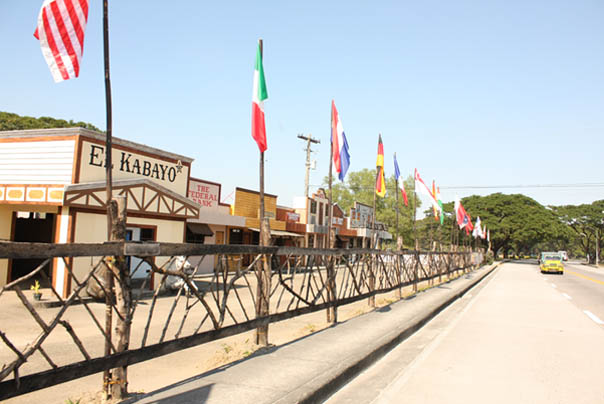 tourism planning at el kabayo El kabayo transports its guests to the wild west, with its re-creation of an old western town, complete with a saloon, a trading post, a county jail, and a telegraph office visitors can learn horseback riding, or simply enjoy a quiet carriage ride.